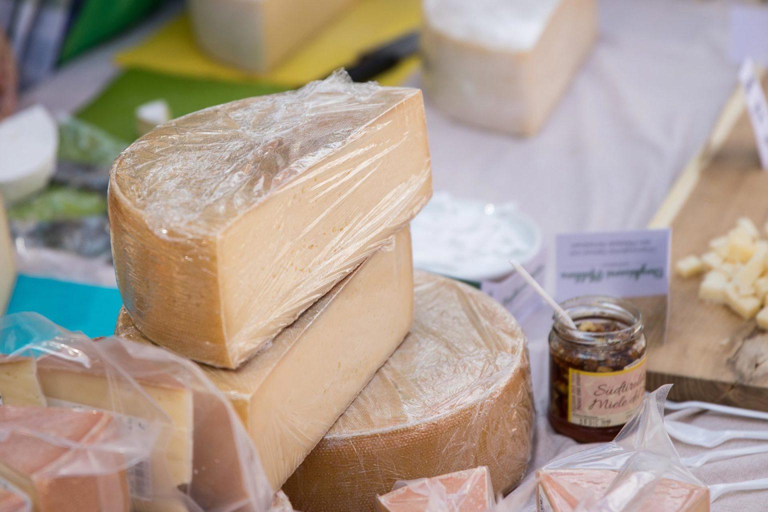 Köstlicher Südtiroler Käse mit Milch aus eigener Erzeugung